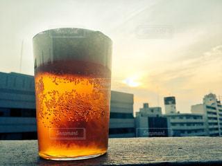 夕暮れビールの写真・画像素材[1198157]
