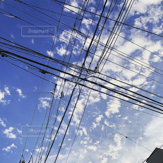 交差する電線の写真・画像素材[1515551]