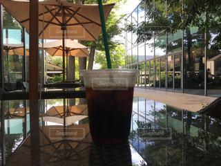 テラス席でアイスコーヒーの写真・画像素材[1515560]