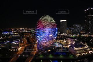 夜に明るくした街の写真・画像素材[3167959]