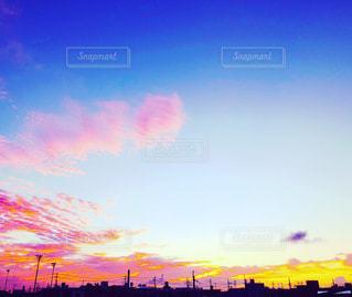 水の体に沈む夕日の写真・画像素材[1307719]