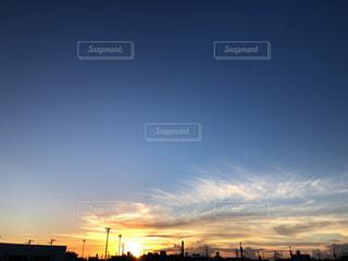 街に沈む夕日の写真・画像素材[1486229]