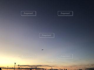 街に沈む夕日の写真・画像素材[1603810]