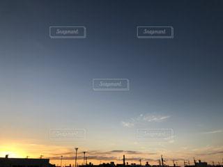 街に沈む夕日の写真・画像素材[1603812]