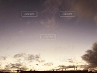 空には雲のグループの写真・画像素材[1621226]