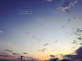 街に沈む夕日の写真・画像素材[1635449]