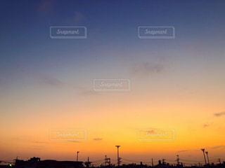 街に沈む夕日の写真・画像素材[1820423]