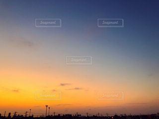 街に沈む夕日の写真・画像素材[1820426]