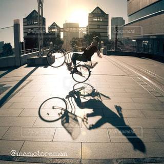 通り街で馬に乗る男の写真・画像素材[409]