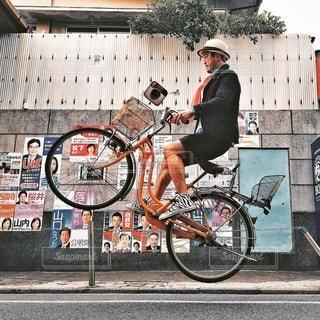 建物の前に自転車を - No.345