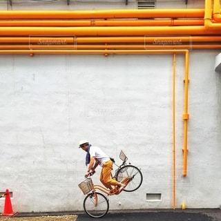 建物の前に自転車をの写真・画像素材[324]