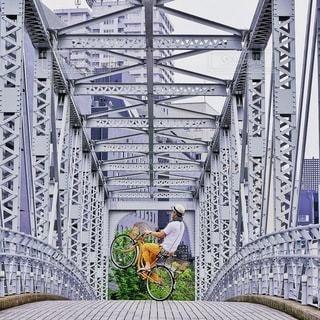 近くの橋の上の写真・画像素材[318]