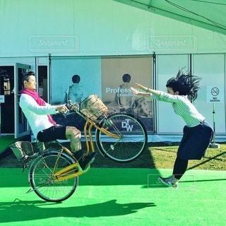 建物の前に自転車をの写真・画像素材[310]