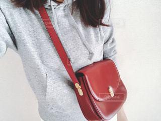 赤いバッグの写真・画像素材[1009083]