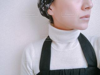 ノーメイクの女性の写真・画像素材[1025101]