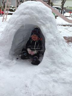 子ども,1人,冬,雪,雪遊び,笑顔,幼児,かまくら,男の子,雪あそび