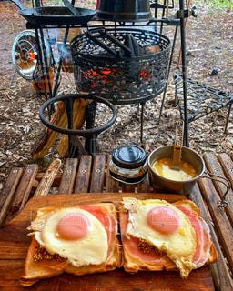 焚き火で朝食の写真・画像素材[2982838]
