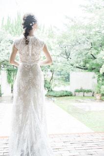 ウェディングドレスを着た人の写真・画像素材[2431280]
