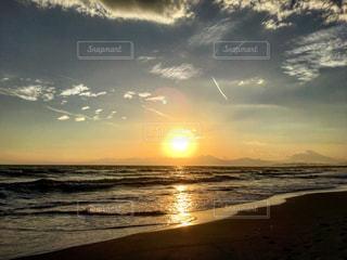 ビーチに沈む夕日 - No.729146