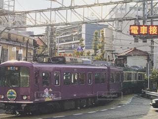 鋼のトラックに大きな長い列車の写真・画像素材[729199]