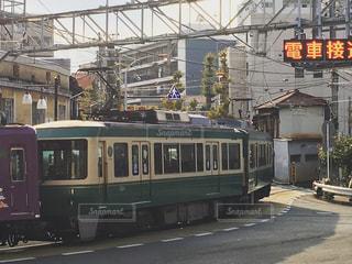 鋼のトラックに大きな長い列車の写真・画像素材[729202]