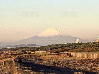 背景の山とビーチ - No.737339