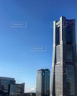 都市の高層ビルに富士山見っけの写真・画像素材[769931]