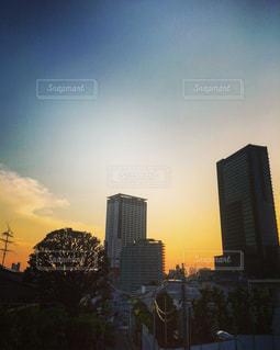 夕暮れ時の都市の景色の写真・画像素材[1359200]