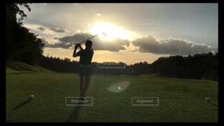 夕陽に向かっての写真・画像素材[1396332]