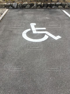 身障者用駐車場の写真・画像素材[2041630]