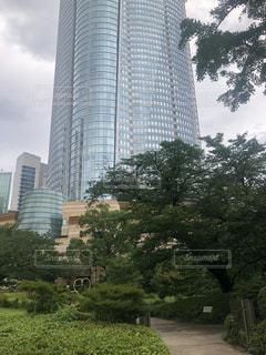 公園の大きな塔の写真・画像素材[3409972]