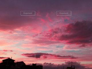 夕焼け空に浮かぶ雲 - No.870729