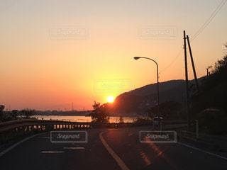 夕暮れ時の都市の景色の写真・画像素材[870736]
