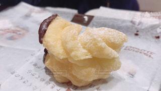 食べかけドーナツの写真・画像素材[1083025]