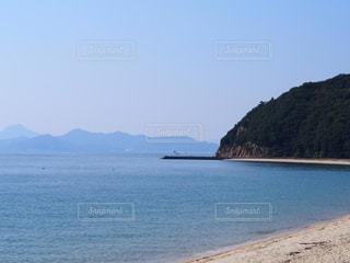 背景の山と水体の写真・画像素材[856532]