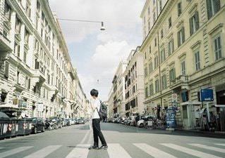 街を歩いている人の写真・画像素材[1124]