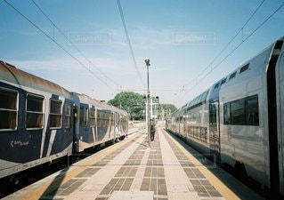 旅客列車が駅に停止の写真・画像素材[1291]