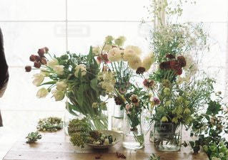テーブルの上の花の花瓶の写真・画像素材[1352]