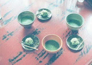 テーブルの上の紅茶のカップの写真・画像素材[1392]