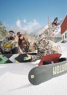 雪のボード上の人々 のグループの写真・画像素材[1180]