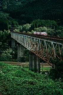 橋を渡る列車の写真・画像素材[3879608]