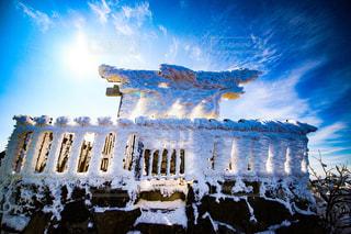 大きな凍てつく祠の写真・画像素材[3007481]