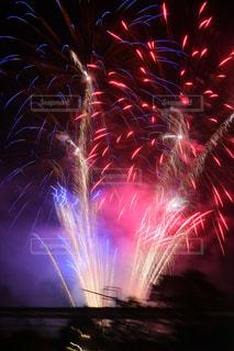 空の花火の写真・画像素材[2392753]