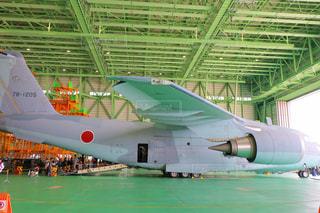 展示される白の飛行機の写真・画像素材[2392769]