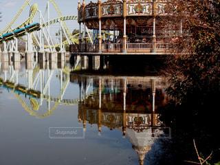 東武動物公園 カワセミとメリーゴーランドの写真・画像素材[1062688]