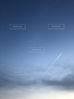 空には雲のグループの写真・画像素材[1222893]