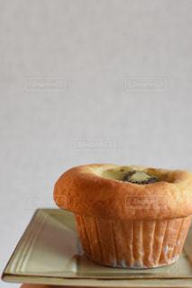 近くのテーブルの上に食べ物をの写真・画像素材[745195]