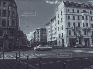 街の通りの黒と白の写真の写真・画像素材[743042]