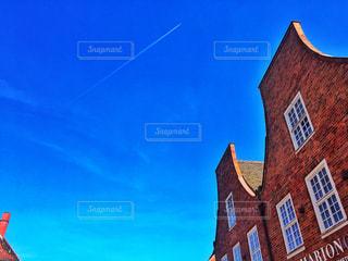 大きな赤レンガ建物の写真・画像素材[745186]