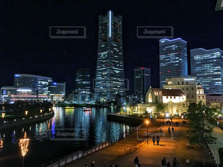 夜の空の都市の写真・画像素材[931930]